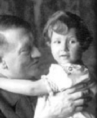 1-adolf-hitler-with-toddler-daughter-braun-hitler-aka-jo-ann-newman-with-son-aka-obama-e1429456063226